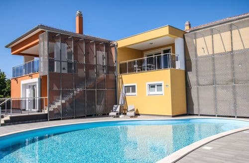 Last Minute Cottages - Residence Elody with Common Pool in Funtana  \/ Two-Bedroom Apartment Residence Elody VI with Balcony and Pool View