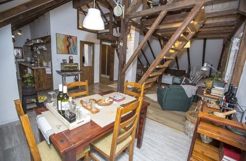 Last Minute Cottages - Studio apartment Rustico