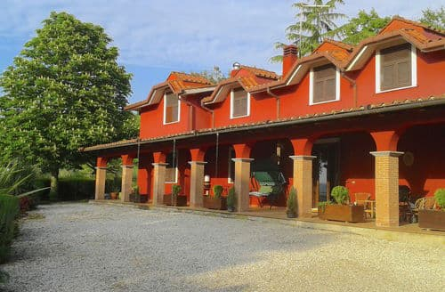 Last Minute Cottages - Villa del Duca