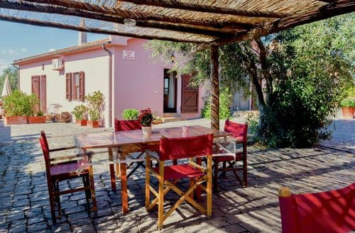 Last Minute Cottages - Mirto