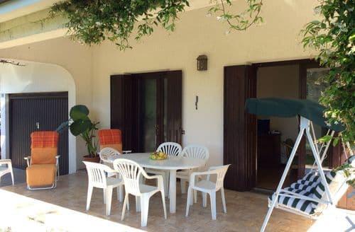 Last Minute Cottages - Casa Travesio