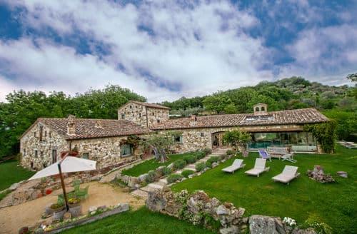 Last Minute Cottages - Villa Mezzeria