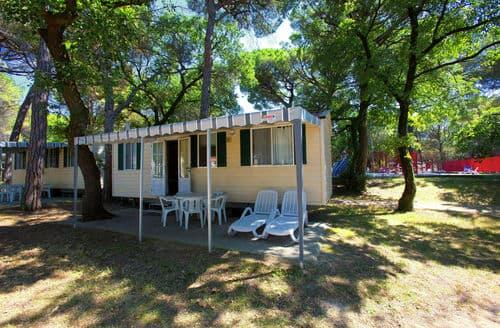Last Minute Cottages - Village Belvedere Pineta 1