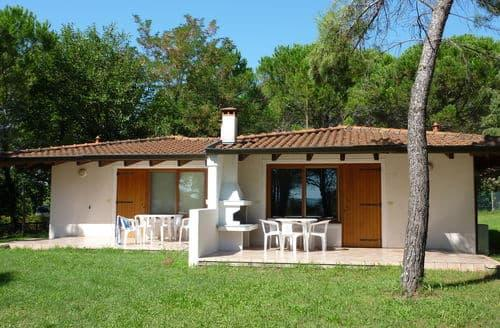 Last Minute Cottages - Village Belvedere Pineta 2