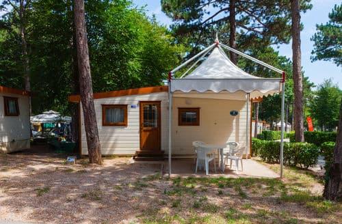 Last Minute Cottages - Village Mare Pineta Baia Sistiana 1