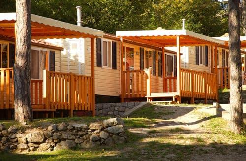Last Minute Cottages - Village Mare Pineta Baia Sistiana 3
