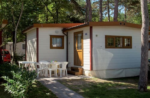 Last Minute Cottages - Village Mare Pineta Baia Sistiana 2