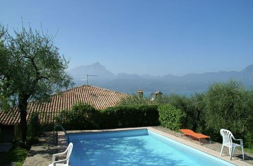 Last Minute Cottages - Villa Vista Garda