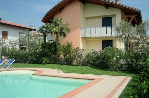Last Minute Cottages - Maddalena A Due