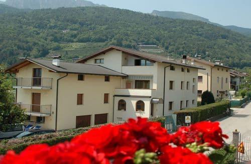 Last Minute Cottages - Viviana 2