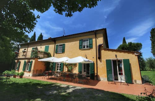 Last Minute Cottages - Villa Marcy