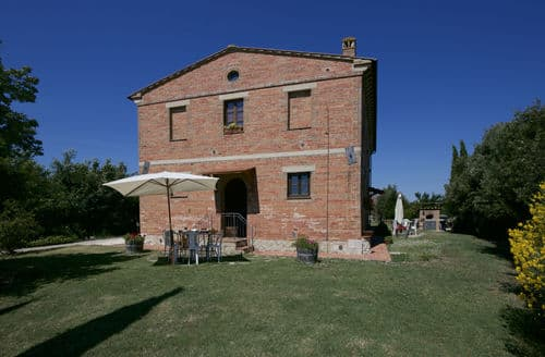 Last Minute Cottages - Stalla Rossa