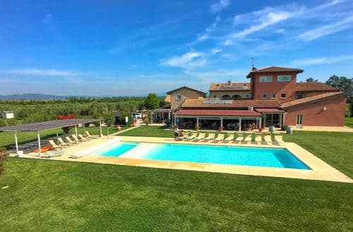 Last Minute Cottages - Bozzone Residenza Rossa
