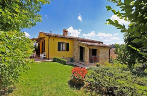 Last Minute Cottages - Villa Pergola