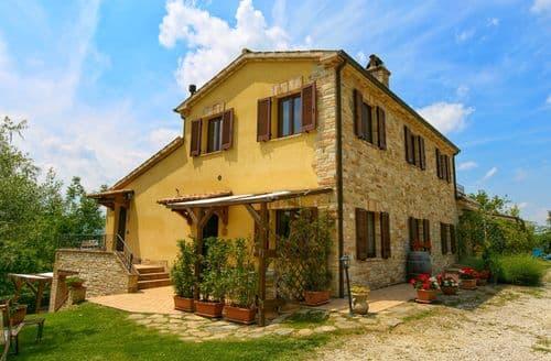 Last Minute Cottages - Charming Montalto Delle Marche Cottage S158592