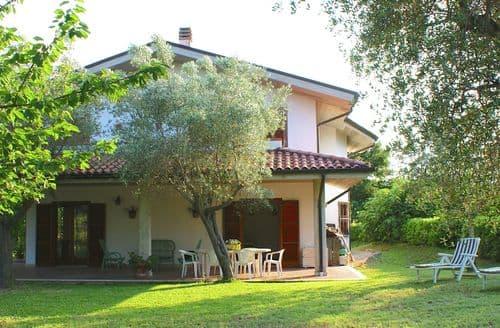 Last Minute Cottages - Casa della Luna