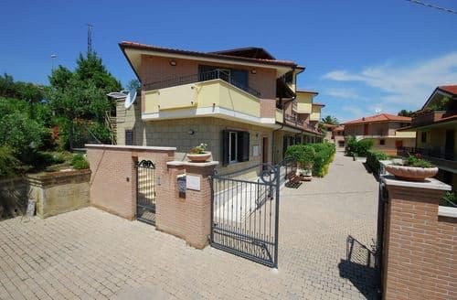 Last Minute Cottages - Excellent Tortoreto Lido Cottage S158616