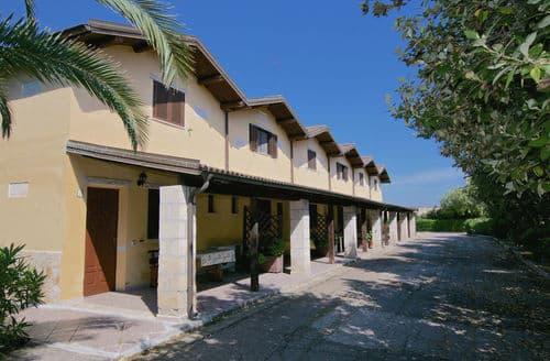 Last Minute Cottages - Francesco
