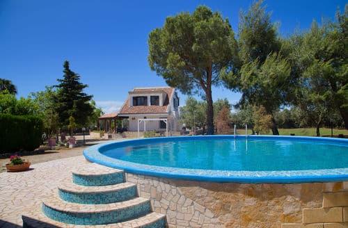 Last Minute Cottages - Villa Salinello