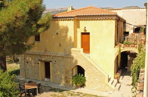 Last Minute Cottages - SantAndrea