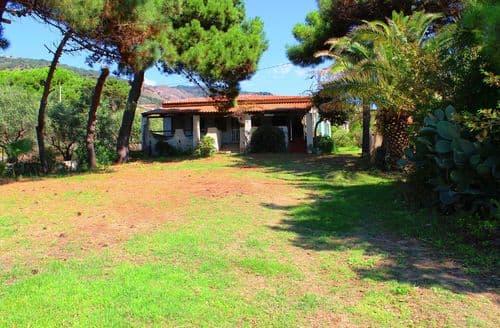 Last Minute Cottages - Villa Luna