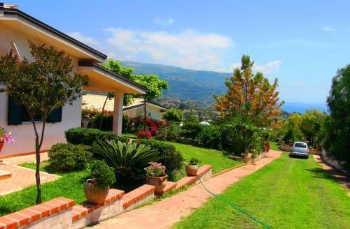 Last Minute Cottages - Villa Ferraro