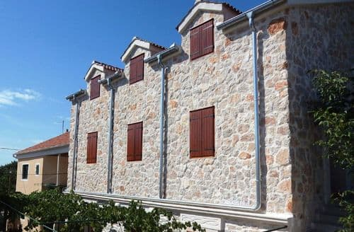 Last Minute Cottages - Stone house Dalmatia