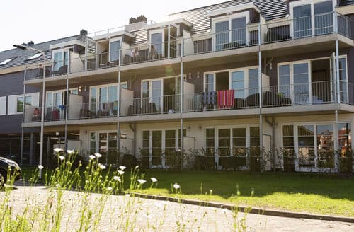 Last Minute Cottages - Attractive De Koog Apartment S159586