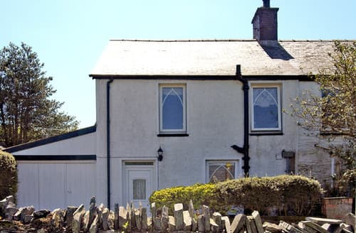 Last Minute Cottages - 2 Capel Gwyn