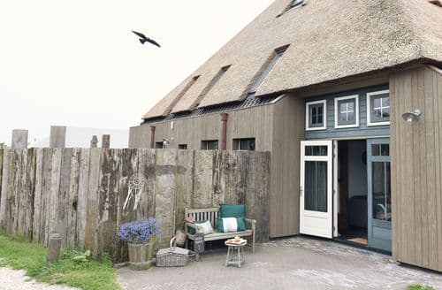 Last Minute Cottages - Luxury Callantsoog Apartment S159957