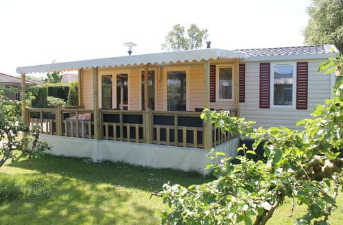 Last Minute Cottages - Lovely Voorthuizen Lodge S159981