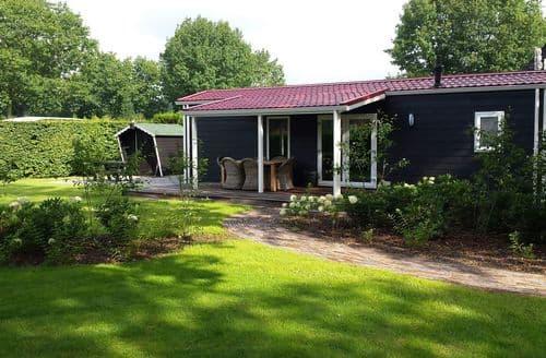 Last Minute Cottages - Cosy Elst Lodge S160065