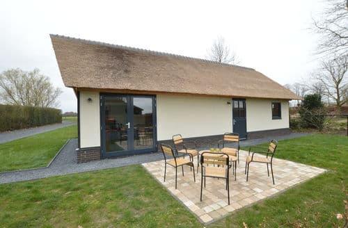 Last Minute Cottages - Beautiful Alphen Cottage S160516
