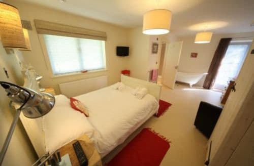Last Minute Cottages - Lovely Newquay Lodge S45262