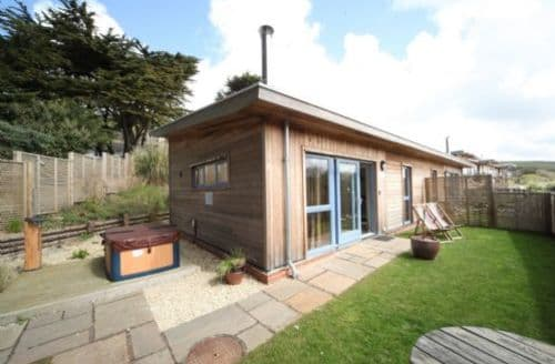 Last Minute Cottages - Cosy Newquay Lodge S45264