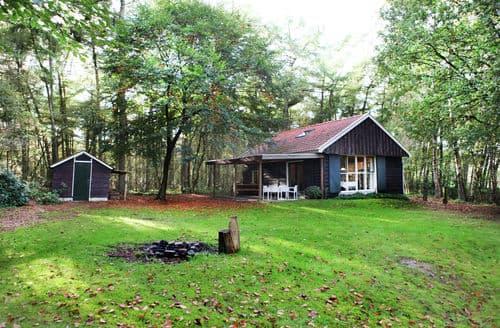 Last Minute Cottages - Stunning Rheezerveen Cottage S161222