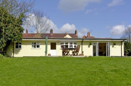 Last Minute Cottages - Charming Stratford Upon Avon Chalet S2121
