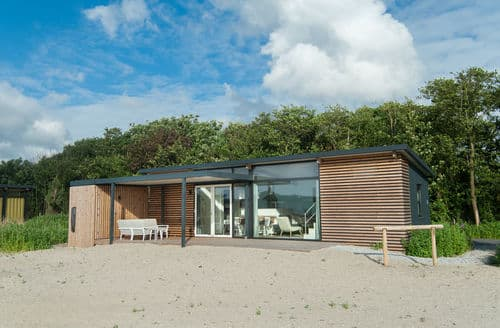 Last Minute Cottages - Sea Lodge Ameland Family 1 pet allowed