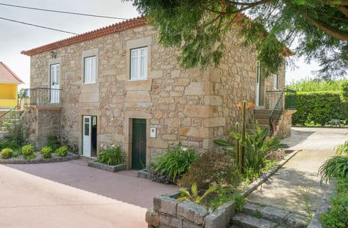Last Minute Cottages - Casa da Castanheta