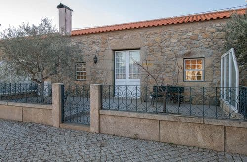 Last Minute Cottages - Casa do Caseiro