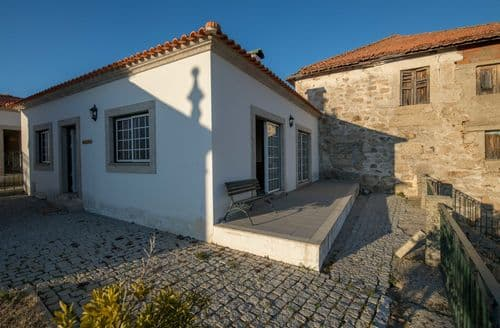 Last Minute Cottages - Casa do Vale