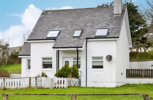 Last Minute Cottages - Attractive Uig Cottage S162180