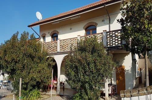 Last Minute Cottages - Limoncello e Ulivo