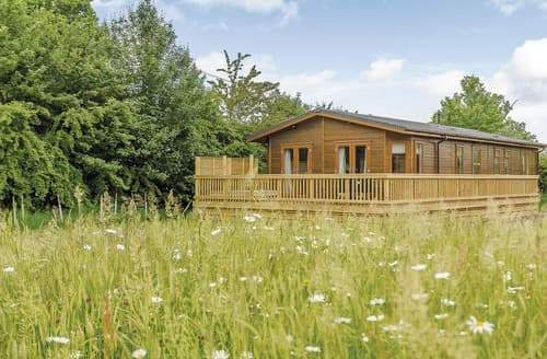 Last Minute Cottages - Cosy Westbury Lodge S162382