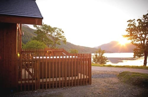 Last Minute Cottages - Golden Oak Lochside 1