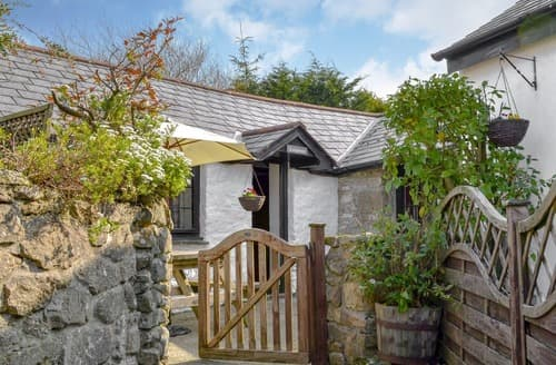 Last Minute Cottages - Ladydown Cottage
