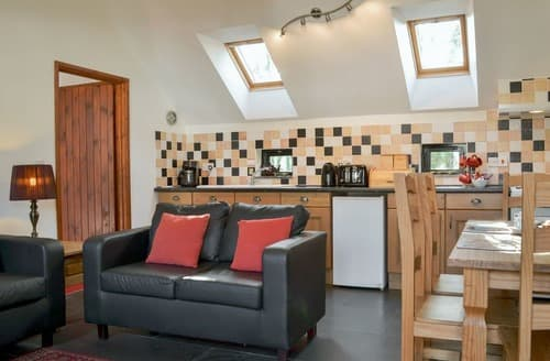 Last Minute Cottages - Delphy