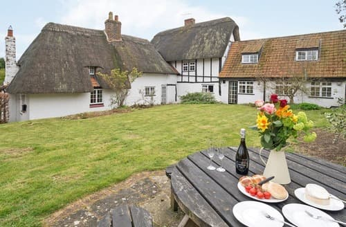 Last Minute Cottages - Cosy Moulsoe Cottage S162827
