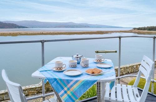 Last Minute Cottages - Attractive Porthmadog Apartment S162833