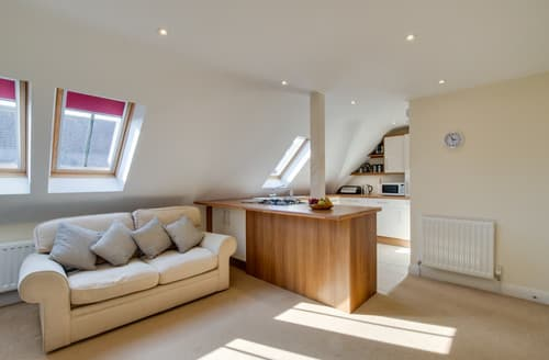 Last Minute Cottages - Inviting Swanage Apartment S162980